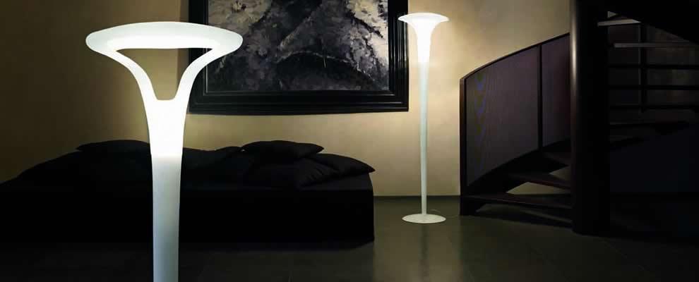 Grote exclusieve staande lamp van wit satinglas - Moderne vloerlampen ...